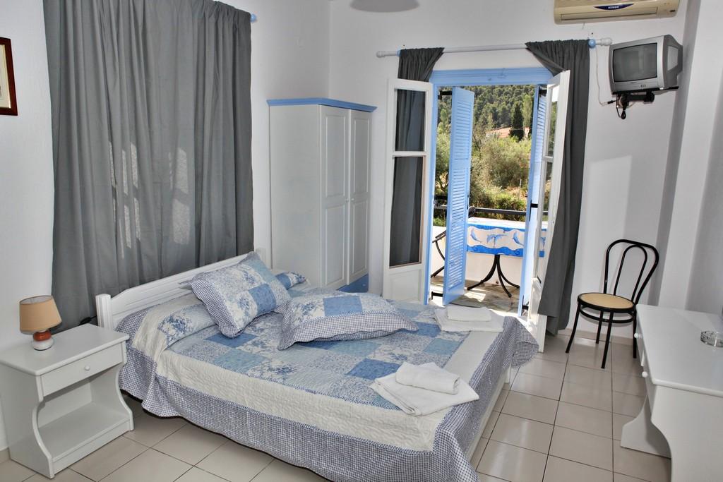 http://anastasiaskopelos.com/wp-content/uploads/2015/03/Skopelos-diamerismata-anastasia-panormos-1.jpg