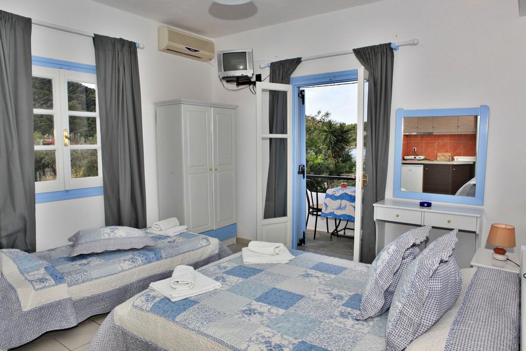 http://anastasiaskopelos.com/wp-content/uploads/2015/03/Skopelos-studio-anastasia-panormos-1.jpg