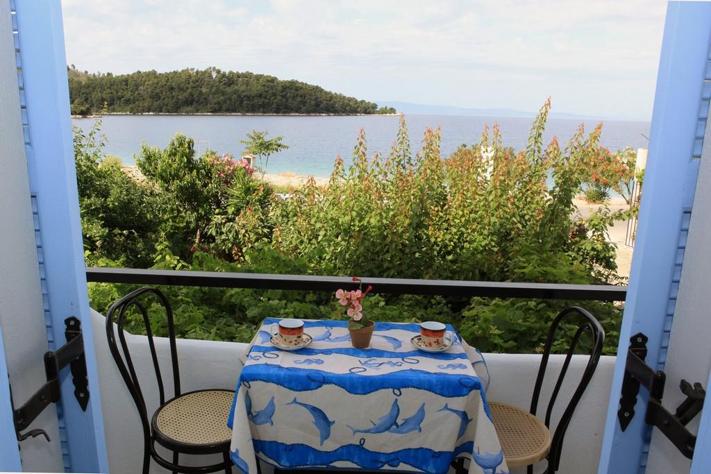 http://anastasiaskopelos.com/wp-content/uploads/2015/03/Skopelos-studio-anastasia-panormos-20.jpg